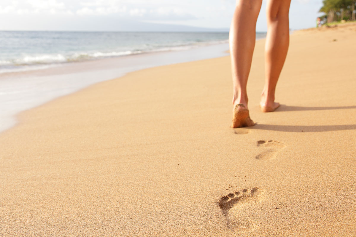 https://www.holidaysmart.com/sites/default/files/daily/beaches-walkinthesand-image.jpg
