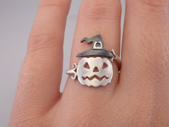 21 Awesome Pieces of Halloween Jewelry | HolidaySmart
